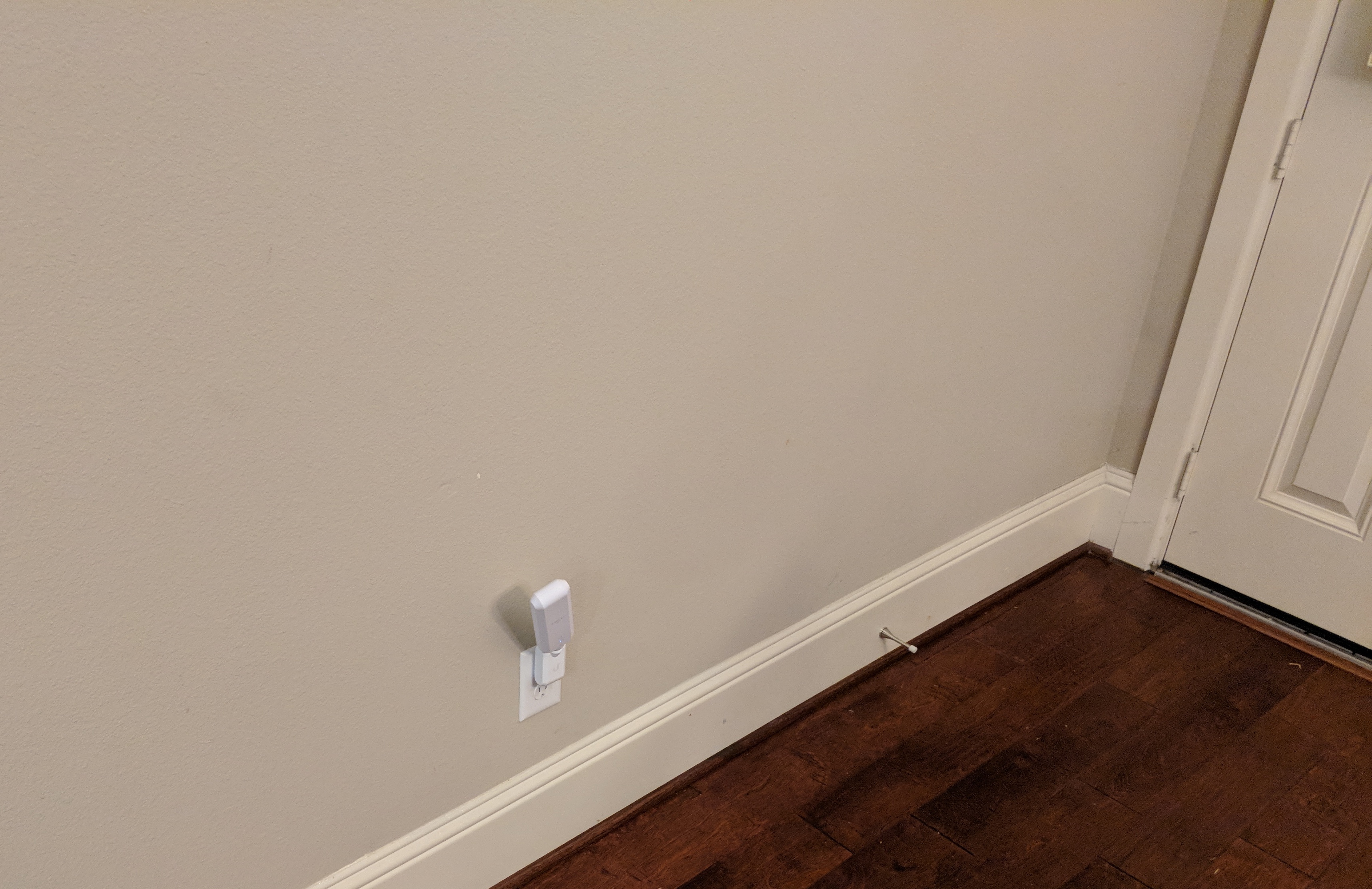 The AmpliFi HD back door antenna